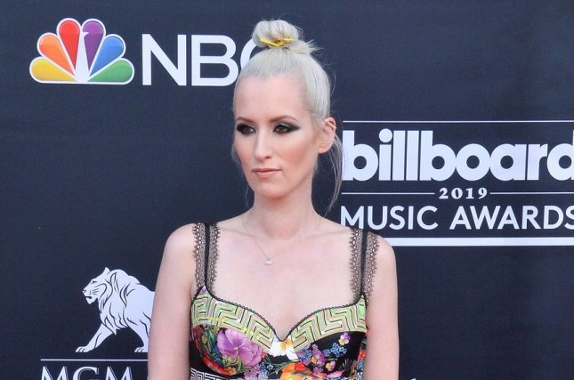 Ingrid Michaelson sets 'Songs for the Season' deluxe edition for November