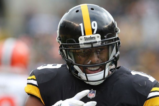 Pittsburgh Steelers wide receiver JuJu Smith-Schuster reacts after making a first down catch against the Cleveland Browns in the first half on October 28 in Pittsburgh. Photo by Aaron Josefczyk/UPI