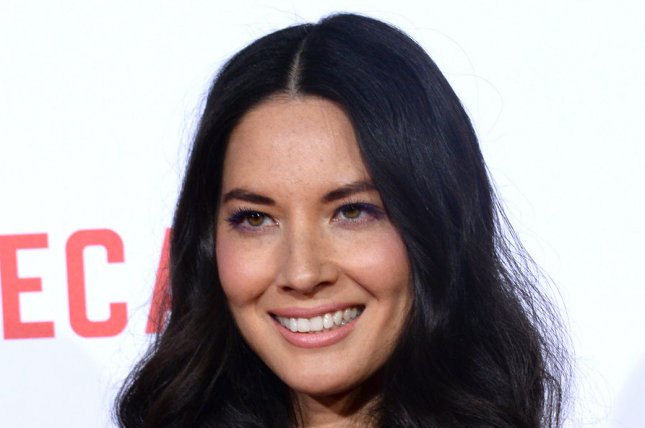 Olivia Munn didn't know Aaron Rodgers played football