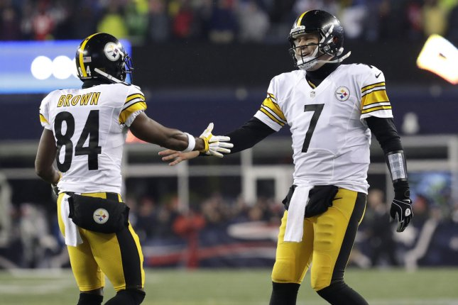 Pittsburgh Steelers QB Ben Roethlisberger (right) slaps hands with WR Antonio Brown (left) after DeAngelo Williams scores on a 5 yard touchdown run in the 2nd quarter against the New England Patriots in the AFC Championship game at Gillette Stadium in Foxborough, Massachusetts on January 22, 2017. File photo by John Angelillo/ UPI