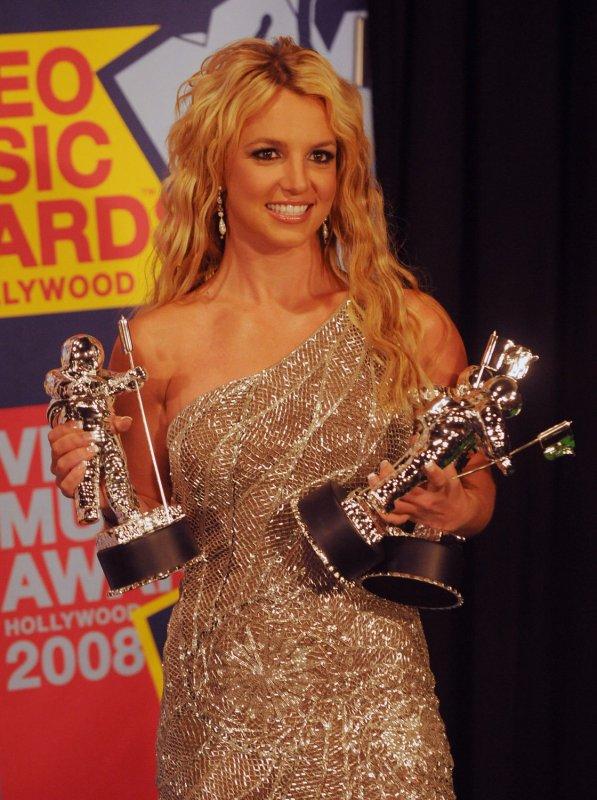 Spears wins 3 MTV Video Music Awards