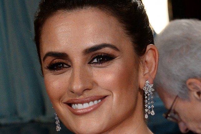 Actress Penelope Cruz arrives on the red carpet at the 86th Academy Awards in Los Angeles on March 2, 2014. Photo by Jim Ruymen/UPI