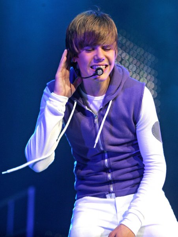 Justin Bieber performs at the BankAtlantic Center in Sunrise, Florida on August 5, 2010. UPI/Michael Bush