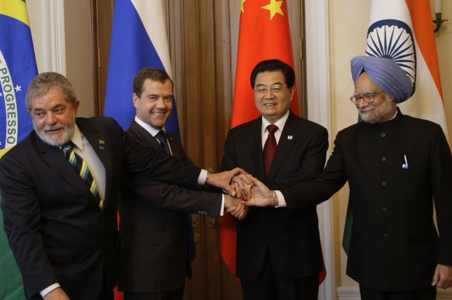 (L-R) Brazilian President Luiz Inacio Lula da Silva, Russian President Dmitry Medvedev, Chinese President Hu Jintao and Indian Prime Minister Manmohan Singh pose for a group photo before the first full-fledged summit of their countries called BRIC in the Ural Mountains city of Yekaterinburg on June 16, 2009. (UPI Photo/Anatoli Zhdanov)