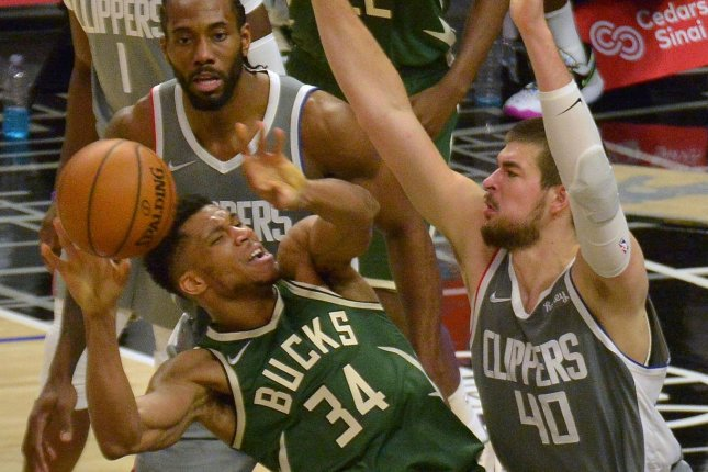 Milwaukee Bucks forward Giannis Antetokounmpo (34) loses the ball in the second half of a loss to the Los Angeles Clippers on Monday in Los Angeles. Photo by Jim Ruymen/UPI