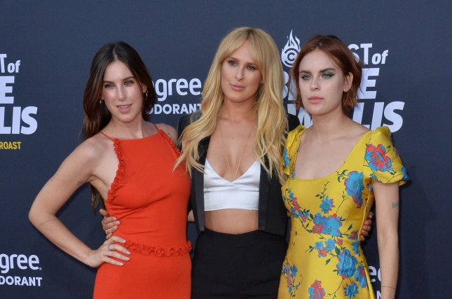 look tallulah willis shares party photos of parents demi moore