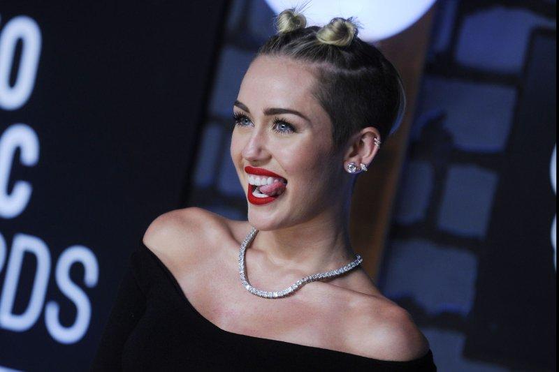 Kuka on dating Miley Cyrus 2013