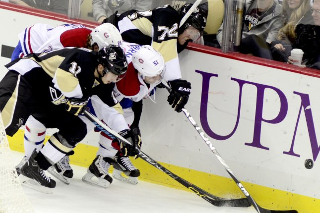Pittsburgh Penguins center Kevin Porter (11) and Penguins right wing Patric Hornqvist (72). Photo by Archie Carpenter/UPI