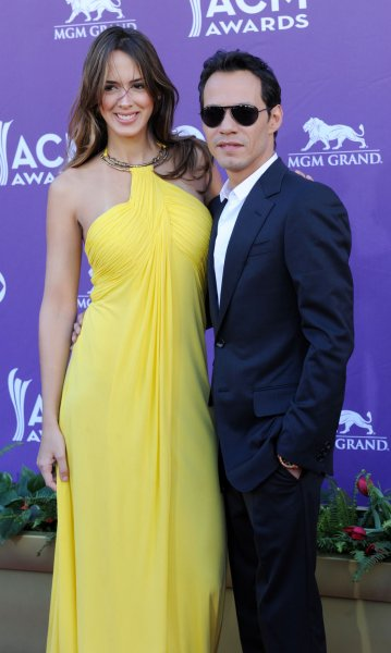 Marc Anthony (R) and Shannon De Lima are reportedly engaged. (UPI/Jim Ruymen)