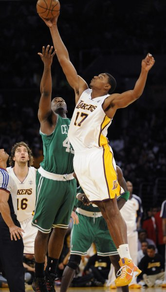Los Angeles Lakers' Andrew Bynum beats Boston Celtics' Kendrick Perkins to the tip off during the first half in Los Angeles on December 25, 2008. The Lakers beat the Celtics 92-83 ending the Celtics 19 game winning streak. (UPI Photo/ Phil McCarten)