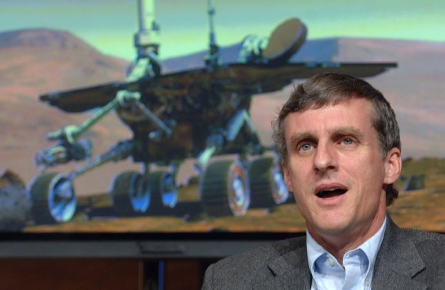 Steve Squyres, principal investigator for Mars rovers Opportunity and Spirit, speaks during a news conference announcing new photos made during the exploration of Victoria Crater on Mars at NASA headquarters in Washington on October 6, 2006. (UPI Photo/Roger L. Wollenberg)