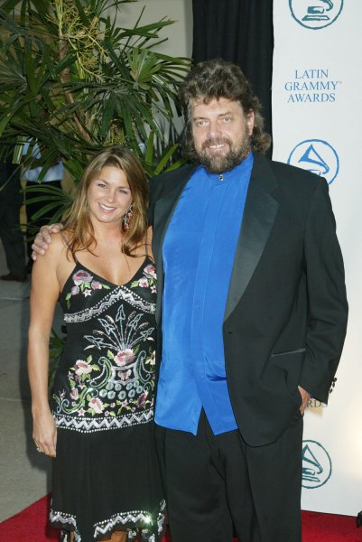 Musician Alan Parsons, right, and his wife, Lisa, poses for photographers at the Latin Recording Academy Person of the Year Tribute to Carlos Santana in Los Angeles on August 30, 2004. (UPI Photo/Francis Specker)
