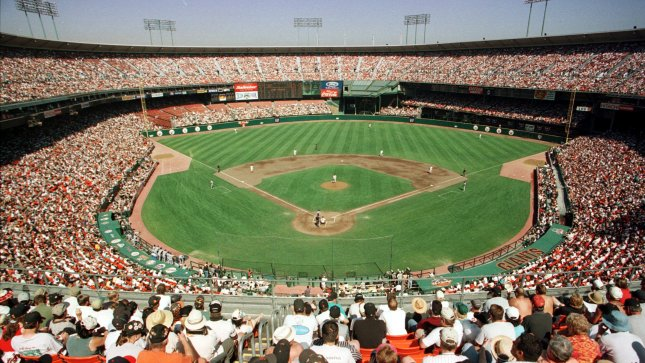 SXP99093004 - 30 SEPTEMBER 1999 - SAN FRANCISCO, CALIFORNIA, USA: A sellout crowd of 62,000 jam Candlestick Park for the last Giants game at that venue. After 40 years of playing at the Stick the Giants are moving to Pac Bell Park, a newly constructed stadium for the 2000 season. ts/Bruce Gordon UPI