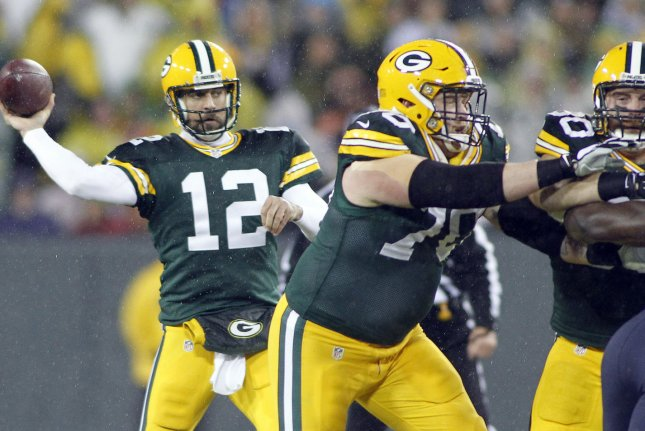 c926e7d69 Green Bay Packers quarterback Aaron Rodgers (L) fires a pass down field in  the first quarter of their game against the Chicago Bears November 26