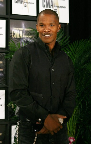 Jamie Foxx speaks to the press at the 41st annual Country Music Association Awards in Nashville, Tennessee on November 7, 2007. (UPI Photo/John Angelillo)
