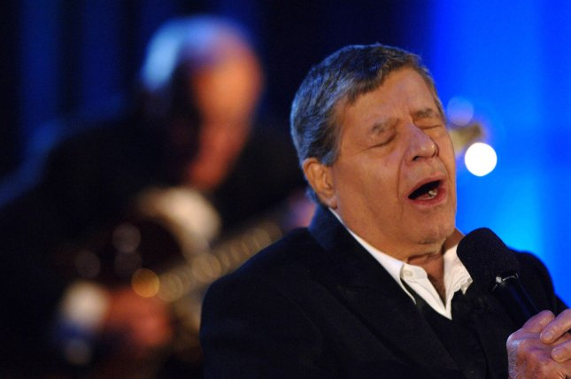 Jerry Lewis sings a number during the Muscular Dystrophy Association's 40th annual Jerry Lewis MDA Telethon held at the Beverly Hilton September 5, 2005. (UPI Photo/ Phil McCarten)