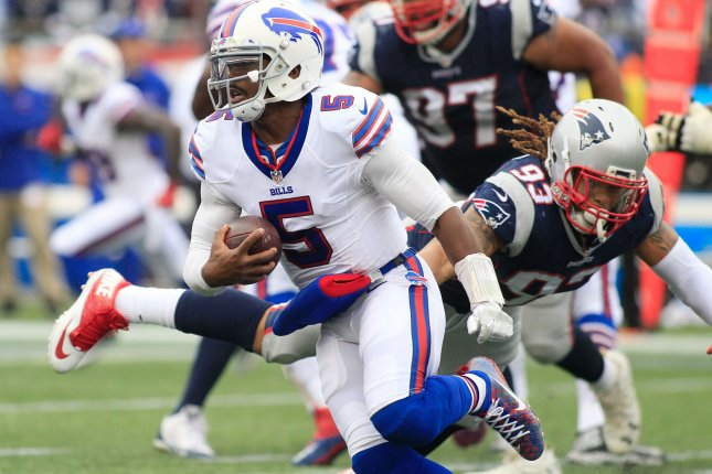 Buffalo Bills quarterback Tyrod Taylor (5) dodges a tackle by New England Patriots defensive lineman Jabaal Sheard (93) on a four-yard keeper in the third quarter at Gillette Stadium in Foxborough, Massachusetts on October 2, 2016. The Bills defeated the Patriots 16-0. Photo by Matthew Healey/ UPI