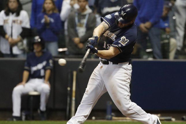huge discount c681a 2e98b Milwaukee Brewers, Mike Moustakas agree to one-year deal ...