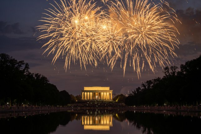 Fireworks are set off over the Lincoln Memorial. Photo by Ken Cedeno/UPI