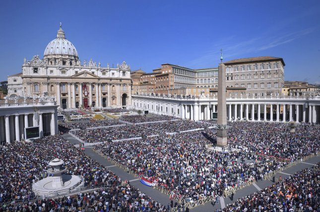 General view of Pope Francis during the Sunday Easter Mass 'Urbi et Orbi' (Latin for 'to the city and the world') benediction in Saint Peter's Square at the Vatican in Vatican City on April 20, 2014. UPI/Stefano Spaziani