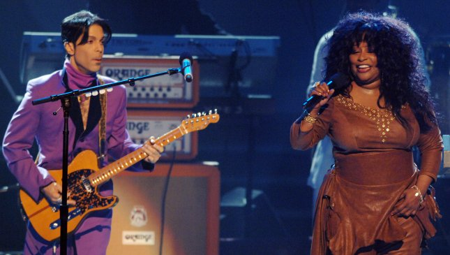 Prince joins fellow musicians in a tribute to singer Chaka Khan (R) during the 2006 BET Awards at the Shrine Auditorium in Los Angeles, California on June 27, 2006. File Photo by Jim Ruymen/UPI