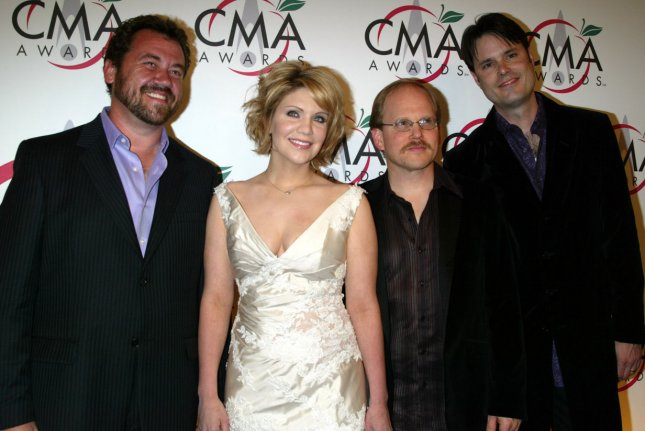 Alison Krauss and Union Station arrive for the 39th Annual CMA Awards at Madison Square Garden in New York on November 15, 2005. (UPI Photo/Laura Cavanaugh)
