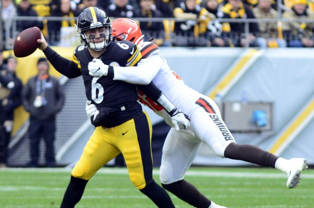 Cleveland Browns defensive end Chad Thomas (92) tackles Pittsburgh Steelers quarterback Devlin Hodges (6) in the first quarter Sunday at Heinz Field in Pittsburgh. Photo by Archie Carpenter/UPI
