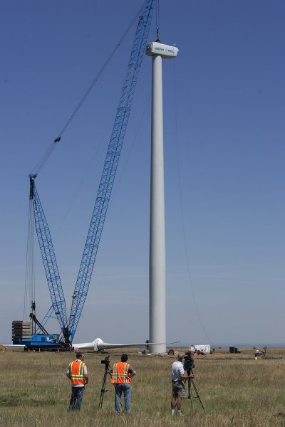 Media and NREL photographers record the installation of a new 1.5 megawatt GE wind turbine at the National Renewable Energy Laboratory's (NREL) National Wind Technology Center near Boulder, Colorado on August 21, 2009. UPI/Gary C. Caskey