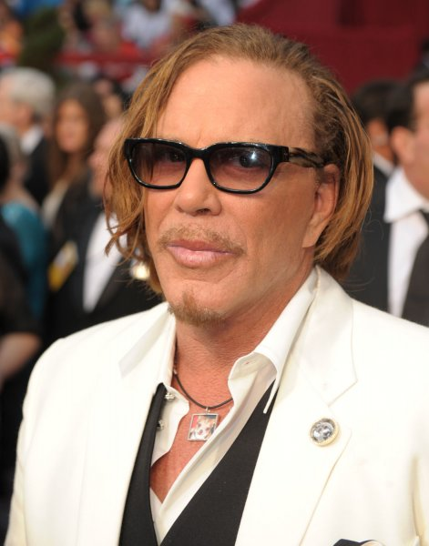 Best actor nominee Mickey Rourke arrives at the 81st Academy Awards in Hollywood on February 22, 2009. (UPI Photo/ Roger L. Wollenberg)
