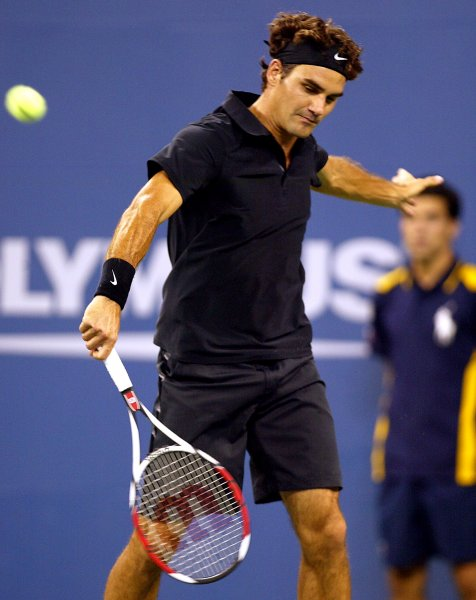 Roger Federer of Switzerland returns the ball to Feliciano Lopez of Spain during Round Four of the U.S. Open at the USTA Billie Jean King National Tennis Center in Flushing Meadows-Corona Park in New York on September 3, 2007. (UPI Photo/Laura Cavanaugh)