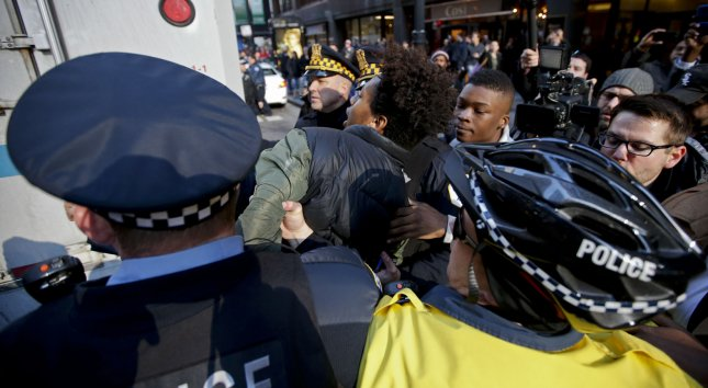 Illinois AG sues for court oversight of Chicago police reform