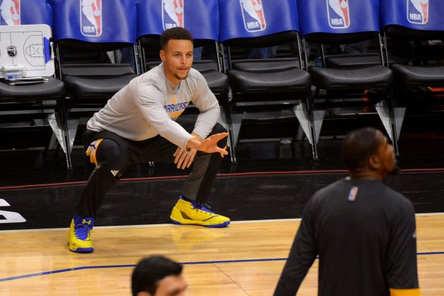 Golden State Warriors' Stephen Curry in catchers stance. Photo by Jon SooHoo/UPI