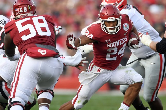 Oklahoma Sooners running back Rodney Anderson scores on a 41-yard touchdown run against the Georgia Bulldogs on January 1 at the Rose Bowl in Pasadena, Calif. Photo by Jon SooHoo/UPI
