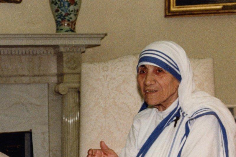 Nobel Peace Prize winner Mother Teresa at the White House, June 13, 1986. File Photo by Vince Mannino/ UPI