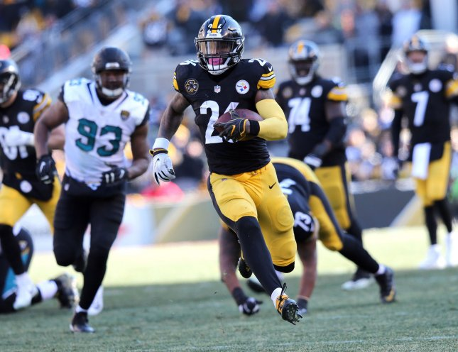 Pittsburgh Steelers running back Le'Veon Bell rushes against the Jacksonville Jaguars in the second quarter of the AFC Divisional round playoff game at Heinz Field in Pittsburgh on January 14, 2018. Photo by Aaron Josefczyk/UPI