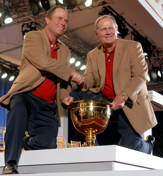 Jeff Sluman (L), shown with Jack Nicklaus, the U.S. team captain, at the Presidents Cup Sept. 30, 2007. (UPI Photo/Kevin Dietsch)