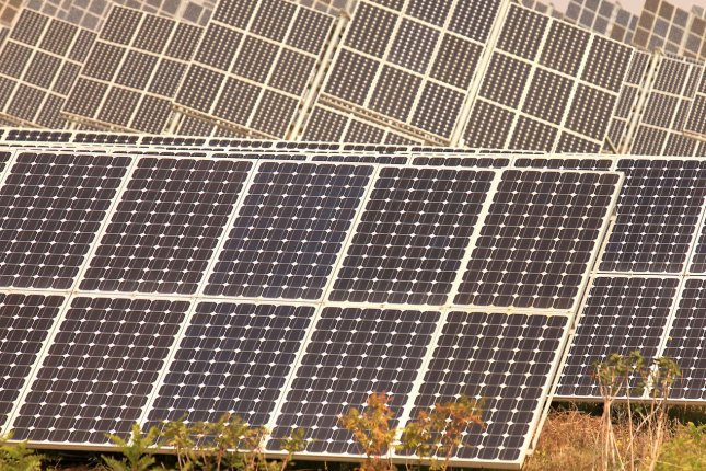 U.S. solar power backers look at cost-cutting steps