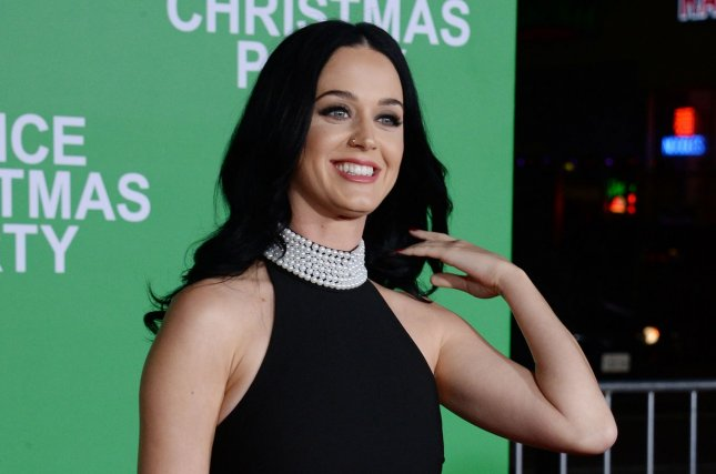 Katy Perry, Orlando Bloom celebrate Christmas with Perry\'s family ...