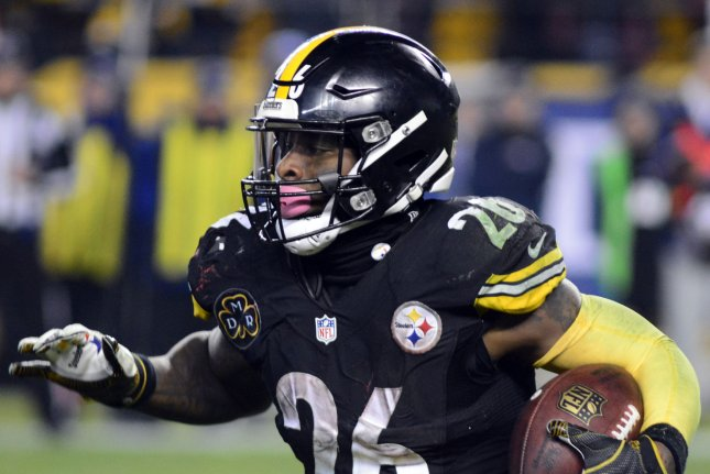 Pittsburgh Steelers running back Le'Veon Bell (26) cuts to the left in the fourth quarter on December 17, 2017 at Heinz Field in Pittsburgh. Photo by Archie Carpenter/UPI