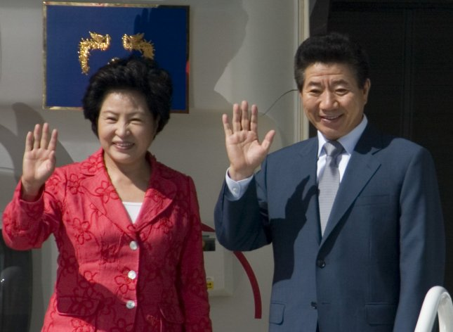 Roh Moo-hyun, President of South Korea, (R) and his wife Kwon Yang
