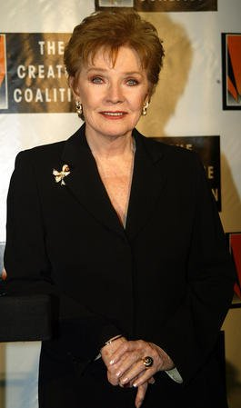 NYP20021029102 - NEW YORK, Oct. 29 (UPI) --Polly Bergen poses for pictures at the Creative Coalition's Seconding The First Gala Benefit Concert at the Hammerstein Ballroom in New York on October 29, 2002. rlw/lc/Laura Cavanaugh UPI