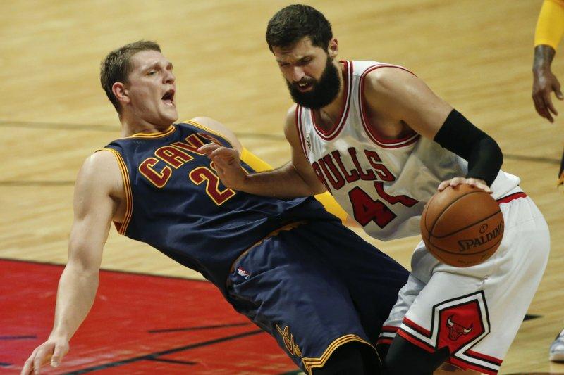 Chicago Bulls forward Nikola Mirotic (44) fouls Cleveland Cavaliers center Timofey Mozgov (20). Photo by Kamil Krzaczynski/UPI