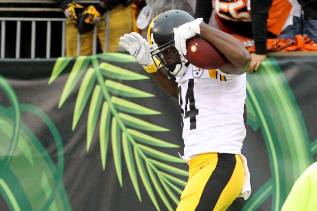 Pittsburgh Steelers wide receiver Antonio Brown (84) celebrates his game-winning touchdown against the Cincinnati Bengals during the second half of play on Sunday at Paul Brown Stadium in Cincinnati. Photo by John Sommers II/UPI