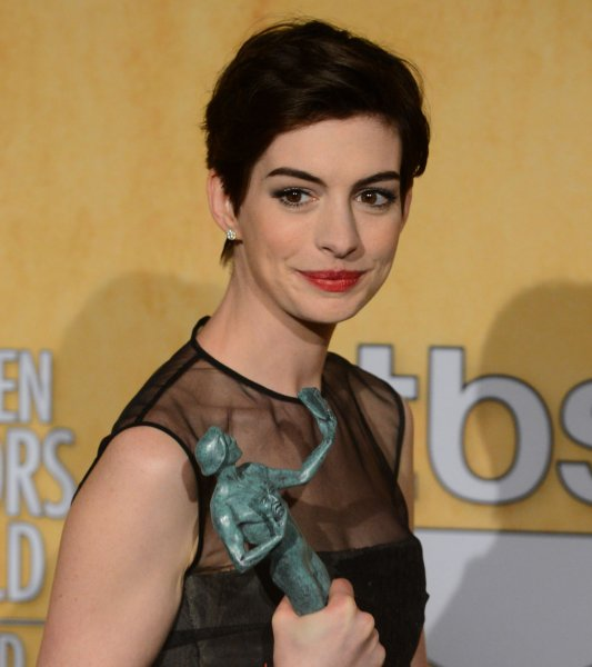 Anne Hathaway Singing Les Miserables Video: WATCH: Anne Hathaway's 'Les Mis' Scene Spoofed In 'For