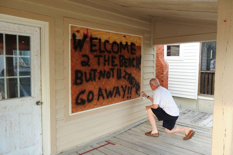 U.S. East Coast braces for Hurricane Irene's visit