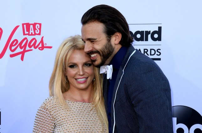 Britney Spears (L) and boyfriend Charlie Ebersol at the 2015 Billboard Music Awards on May 17, 2015. Photo by Jim Ruymen/UPI