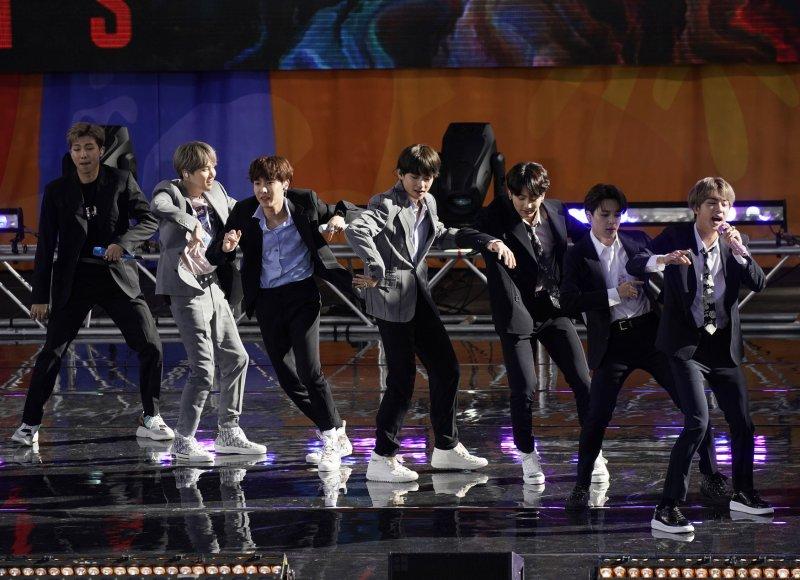 Defying worsening Seoul-Tokyo ties, BTS concerts draw