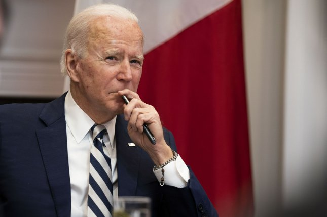 Biden, Senators Agree to Lower Cutoff for Relief Checks