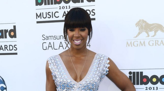Kelly Rowland Cries During Dirty Laundry Song About