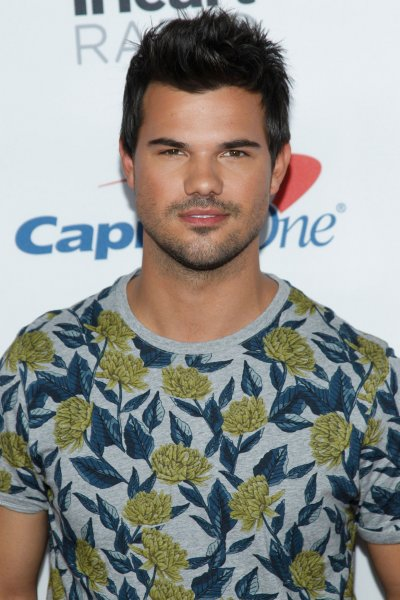 Look: Taylor Lautner goes Instagram official with Tay Dome ...